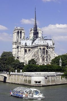 been on a ferry tour like that.  at sunset.  on France's independence day.  and then went and watched the Eiffel tower sparkle.  Notre Dame Cathedral.. so pretty.  i'd go back in a heartbeat.