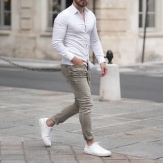 Suits And Sneakers, White Sneakers Outfit, White Shirt Outfits, White Shirt Men, White Shirts, Gym Outfit Men, Formal Men Outfit, Look Casual Hombre, Camisa Polo