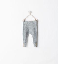 Image 1 de LEGGING MAILLE BOUTONS DANS LE BAS de Zara