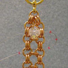 Como hacer una pulsera con abalorios y cadenas