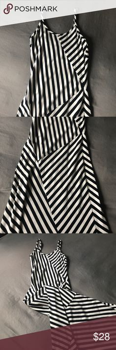 🆕 NWOT - Black & White Maxi Dress 📌No trades 📌Be courteous - No low balls 📌Reasonable offers accepted 📌No damage/stains 📌Like new 📌49 inches long Monteau Dresses Maxi