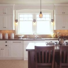 Craftsman Kitchen Cabinets **this is it! white, copper backsplash and cabinets to the ceiling! Kitchen Inspirations, Kitchen Furniture, Kitchen Remodel, Craftsman Kitchen Cabinets White, New Kitchen, Home Kitchens, Craftsman Kitchen, Kitchen Style, Kitchen Renovation