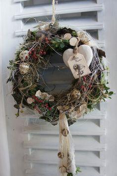 """Kränze - Türkranz """" von Herzen...."""" - ein Designerstück von Hoimeliges bei DaWanda Door Wreaths, Grapevine Wreath, Diy Ostern, Project 4, Easter Crafts, Beautiful Flowers, Christmas Wreaths, Holiday Decor, Spring"""