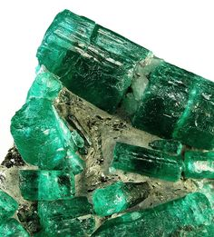 bijoux-et-mineraux:  Emeralds - WOW THESE ARE SIMPLY AMAZING AS WELL AS INCREDIBLY BEAUTIFUL!! (I have never seen Emeralds in their raw form before!!) TRES MAGNIFIQUE!!