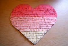 82a0e24ca9f9 Decora tu boda con un corazón de papel crespón DiY