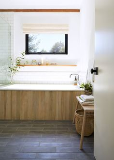 Bathroom of the Week: A Spa-Like Sanctuary in a Sonoma County Cottage (Remodelista: Sourcebook for the Considered Home) Bathroom Spa, Bathroom Renos, Bathroom Colors, Bathroom Interior, Small Bathroom, Master Bathroom, Bathroom Hacks, White Bathrooms, Bad Inspiration
