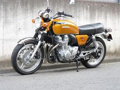 Modern CB1100 done up as a CB750/4. Really neat. Love the livery.