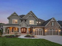 If I were to win the lottery, this would be my home... on the lake... with a huge lawn!! #HousesAndIdeas