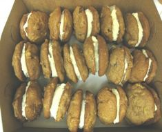 Carrot Cake cookies with cream cheese filling Carrot Cake Sandwich Cookies, Carrot Cake Cookies, Cookie Sandwiches, Sweet Potato Cupcakes, Vegan Energy Balls, Coconut Flour Recipes, Cream Cheese Cookies, Thanksgiving Desserts, Special Recipes