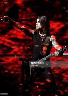 Singer Dave Navarro of the band Jane's Addiction performs onstage at the iHeartRadio Music Festival held at the MGM Grand Garden Arena on September 23, 2011 in Las Vegas, Nevada.