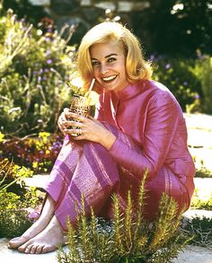 JEAN SIMMONS AS A BLONDE