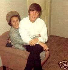The Beatles: 9 Days of Lennon; Day 2 Aunt Mimi and Uncle George Les Beatles, John Lennon Beatles, Beatles Funny, Beatles Guitar, Paul Mccartney, Great Bands, Cool Bands, Liverpool, El Rock And Roll