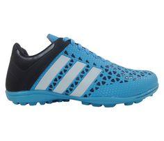 Chuteira Society Adidas Ace 15.3 Azul Bebê e Preto - Cabedal confeccionado em material sintético. Conta com fechamento em cadarço e etiqueta interna. Traz o logotipo da marca na língua, parte traseira e solado, nas laterais as inconfundíveis ...