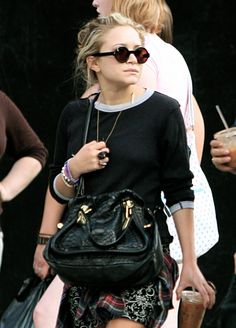 An Ode to Mary-Kate and Ashley Olsen's Chic Style Olsen Fashion, Celebrity Fashion Outfits, Celebrity Look, Girl Fashion, Celebrities Fashion, Mary Kate Ashley, Mary Kate Olsen, Olsen Twins Style, Olsen Sister