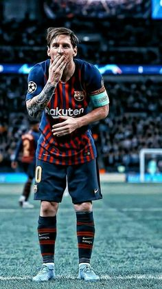 Lionel Messi sends a kiss to FC Barcelona Neymar, Lional Messi, Messi And Ronaldo, Ronaldo Juventus, Football Player Messi, Messi Soccer, Football Soccer, Messi Pictures, Messi Photos