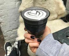 """""""Goth Latte"""": Schwarzer Kaffee für schwarze Seelen - KlonBlog"""
