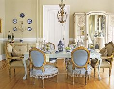 designer room with slip covers  | Here slipcoverd French chairs are mixed with framed head chairs ...