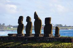 Chili : L'extraordinaire île de Pâques ! - TourDuMonde.fr - blog voyage Statues, Blog Voyage, Chili, Architecture, The Pacific, Civilization, Australia, Arquitetura, Chile