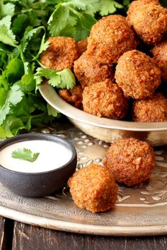 Every Tip You'll Ever Need for Making Crispy Falafel — Chowhound New Recipes, Vegetarian Recipes, Healthy Recipes, Clean Eating, Healthy Eating, Eating Habits, Food And Drink, Meals, Cooking