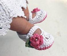 Confeccionado em crochê  Linha 100% algodão    Tamanhos:  Num 15----0 a 3 m  Num 16----3 a 6 m  Num 17----6 a 9 m  Num 18----9 a 12 m  *RN--------0 m R$ 16,00