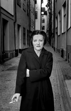 The 2009 Nobel prize winner, German author Herta Müller, is almost unknown among English speakers.