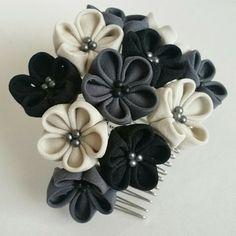 つまみ細工 グレーのお花のコーム|ヘアアクセサリー|めいら|ハンドメイド通販・販売のCreema