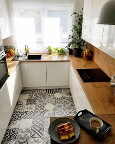There is no question that designing a new kitchen layout for a large kitchen is much easier than for a small kitchen. A large kitchen provides a designer with adequate space to incorporate many convenient kitchen accessories such as wall ovens, raised. Home Decor Kitchen, Interior Design Kitchen, New Kitchen, Kitchen Ideas, Kitchen Inspiration, Kitchen Trends, Eclectic Kitchen, Compact Kitchen, Functional Kitchen