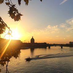 Wenn man an Frankreich denkt, fallen Städte wie Paris oder Nizza ein. Aber auch Toulouse hat seinen Reiz: Ein Schmelztiegel aus Kultur und Industrie.