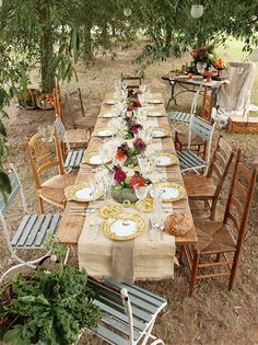how to make your own diy outdoor dining table - Choose a design  for your outdoor dining table that fits in with your style. A rustic table is obviously the easiest to work with, as it allows for flaws and mistakes. And you can dress a rustic table up or down to suit the occasion.  - See more at: http://www.home-dzine.co.za/garden/garden-awesome-dining.htm#sthash.6rIYC8g6.dpuf
