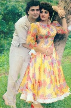 Jaya Prada & Rishi Kapoor Vintage Bollywood, Indian Bollywood, Bollywood Stars, Bollywood Actress, Cute Love Pictures, Rishi Kapoor, India Beauty, Up Styles, Indian Actresses