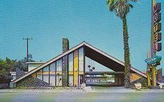 Sky Palm Motel postcard Orange CA Mid Century Art, Mid Century House, Futuristic Architecture, Architecture Design, Google Architecture, Vintage House Plans, Building Art, Googie, Retro Futurism