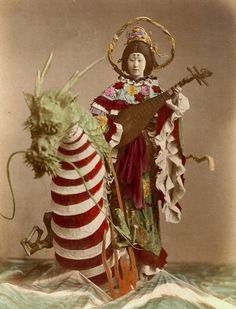 unusual geisha (via fantomatik75.blogspot.com)