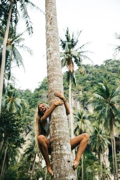 Heather Goodman Hawaii Photographer / Climbing coconut trees in Thailand. South East Asia was a dream vacation! We played at the beach every day, lived in our swimsuits, and let our hair down long and messy. Shotting Photo, Beach Pictures, Beach Pics, Beach Stuff, Jungle Pictures, War Photography, Jolie Photo, Adventure Is Out There, Adventure Time