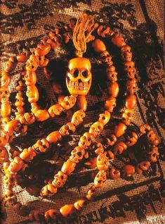 Buddhista szómagyarázatok: MALA Malm, Wreaths, Halloween, Door Wreaths, Deco Mesh Wreaths, Floral Arrangements, Garlands, Floral Wreath, Spooky Halloween