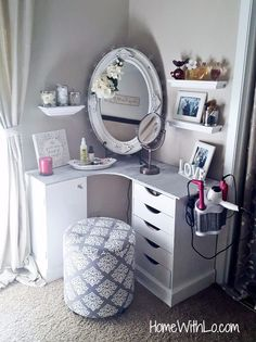 need one of those things for my hair dryer/ straightener. Super Easy Cute and Cheap DIY Makeup Organization Ideas and Hacks For Bathroom And Storage As Well As Vanity and Your Room Or Drawer. Some Of (Diy Vanity Cheap) Vanity Room, Diy Vanity, Vanity Ideas, Corner Makeup Vanity, Vanity Decor, Mirror Ideas, Teen Vanity, Small Vanity, Cheap Vanity