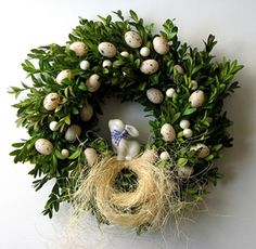 Boxwood wreath with easter eggs Easter Wreaths, Christmas Wreaths, Christmas Bulbs, Easter Flowers, Diy Ostern, Easter Parade, Flower Boxes, Easter Crafts, Diy And Crafts