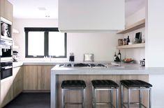 Strakke houten keuken Belgian Style, Cool Kitchens, Kitchen Design, Kitchen Ideas, Interior And Exterior, Table, House, Inspiration, Furniture