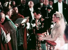 The Bride: Grace Kelly, then a Oscar-winning American actress. The Groom: Prince Rainier III, the sovereign of Monaco, who met Grace Kelly during Prince Rainier, Celebrity Wedding Photos, Celebrity Weddings, Timeless Wedding, Glamorous Wedding, Prince William And Kate, Prince Harry And Meghan, Princess Kate, Princess Wedding