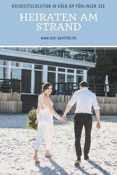 Hochzeit am Strand: Der Seepavillon Köln liegt direkt am Strand des  Fühlinger Sees. Hier wird der Traum von einer stimmungsvollen Strandhochzeit mit Blick aufs Wasser Wirklichkeit. → Mehr erfahren auf see-pavillon.de |  #seepavillonköln #hochzeitslocationköln  #hochzeitslocationsee #strandhochzeit #hochzeitköln #hochzeitslocationstrand | Foto: Ricarda Schüller I Vintage Wedding Theme, Wedding Themes, Wedding Ideas, Wedding Dresses, Fühlinger See, Romantic, Pretty, Inspiration, Beautiful