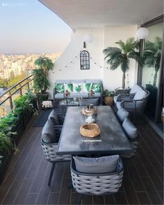 Small Balcony Design, Small Balcony Decor, Porch And Balcony, Rooftop Terrace Design, Terrace Decor, Home Building Design, Home Room Design, Ideas Terraza, Espace Design