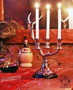 Ausergewöhnlicher Kerzenhalter in Form eines Hirschgeweihes. Der Kerzenleuchter ist eine tolle Deko-Idee mit Landhaus-charme für das ganze Jahr und verleiht jeder Tafel einen festlichen Glanz. Form, Home And Living, Candles, Glamour, Candle Holders, Deer Horns, Sparkle, Rural House, Decorating Ideas