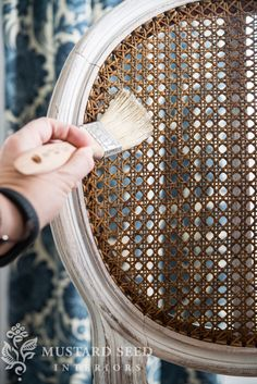 missmustardseed-painting cane back chairs~time to re-do my dining chairs! Dining Chair Makeover, Chair Redo, Diy Chair, Furniture Makeover, Furniture Refinishing, Cane Furniture, Design Furniture, Furniture Projects, Painted Chairs