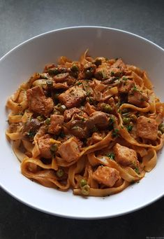 Tagliatelles au poulet façon stroganoff - My tasty cuisine Paleo Recipes, Asian Recipes, Cooking Recipes, Ethnic Recipes, Pollo Chicken, Confort Food, One Pot Pasta, Love Eat, Baked Chicken Recipes
