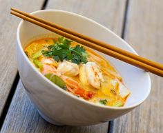 Thai shrimp or chicken soup - cuisine - Chicken Recipes Easy Chinese Recipes, Asian Recipes, Healthy Recipes, Ethnic Recipes, Soup Recipes, Chicken Recipes, Cooking Recipes, Chicken Soups, Thai Shrimp