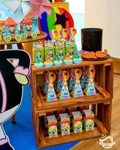 Mundo Bita @elasfazem @djaneegleycabaloes @djane_tabita @deluxefesta @nossarotinaphotos @docesmithsa #decorê #vempradecorê #mundobitaparty #bitaparty #bita #festabita #decorbita #mundobita Lucca, Baby Party, Birthday Decorations, Arcade, Bernardo, Baby Shower, Maria Alice, Silhouette, Ideas Party