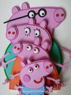 as for example airbrush, sculpture or engraving, in this link you can see them all, in addition, this year they celebrate their Peppa Pig Bag, Cumple Peppa Pig, Pig Crafts, Foam Crafts, Peppa Pig Printables, Diy For Kids, Crafts For Kids, Aniversario Peppa Pig, Peppa Pig Birthday Cake