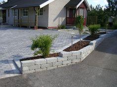 Easy to design garden Low Maintenance Yard, Low Maintenance Landscaping, Diy Outdoor Furniture, Garden Furniture, Sloped Garden, Backyard Garden Design, Front Yard Landscaping, Outdoor Projects, Garden Inspiration