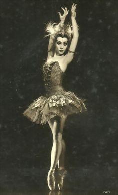 Vintage ballet photo: ballerina Nadia Nerina.