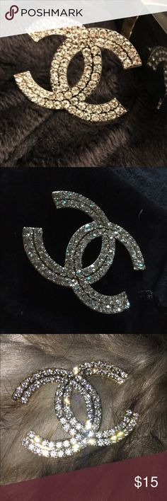 Handmade brooch ✨✨Handmade brooch  with crystals. Gold metal. Trim and pin.  Comes with Black velvet dust bag great gift for Christmas  stocking stuffer ready . Jewelry Brooches