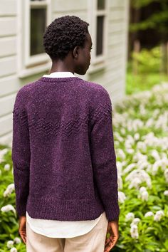 Trillium - yet another Brooklyn Tweed to go on my to-do list. So many great projects in the Fall 2013 collection Knitting Stitches, Knitting Designs, Hand Knitting, Knitting Patterns, Knitting Ideas, Knitting Projects, Knit Cardigan Pattern, Brooklyn Tweed, Hand Knitted Sweaters